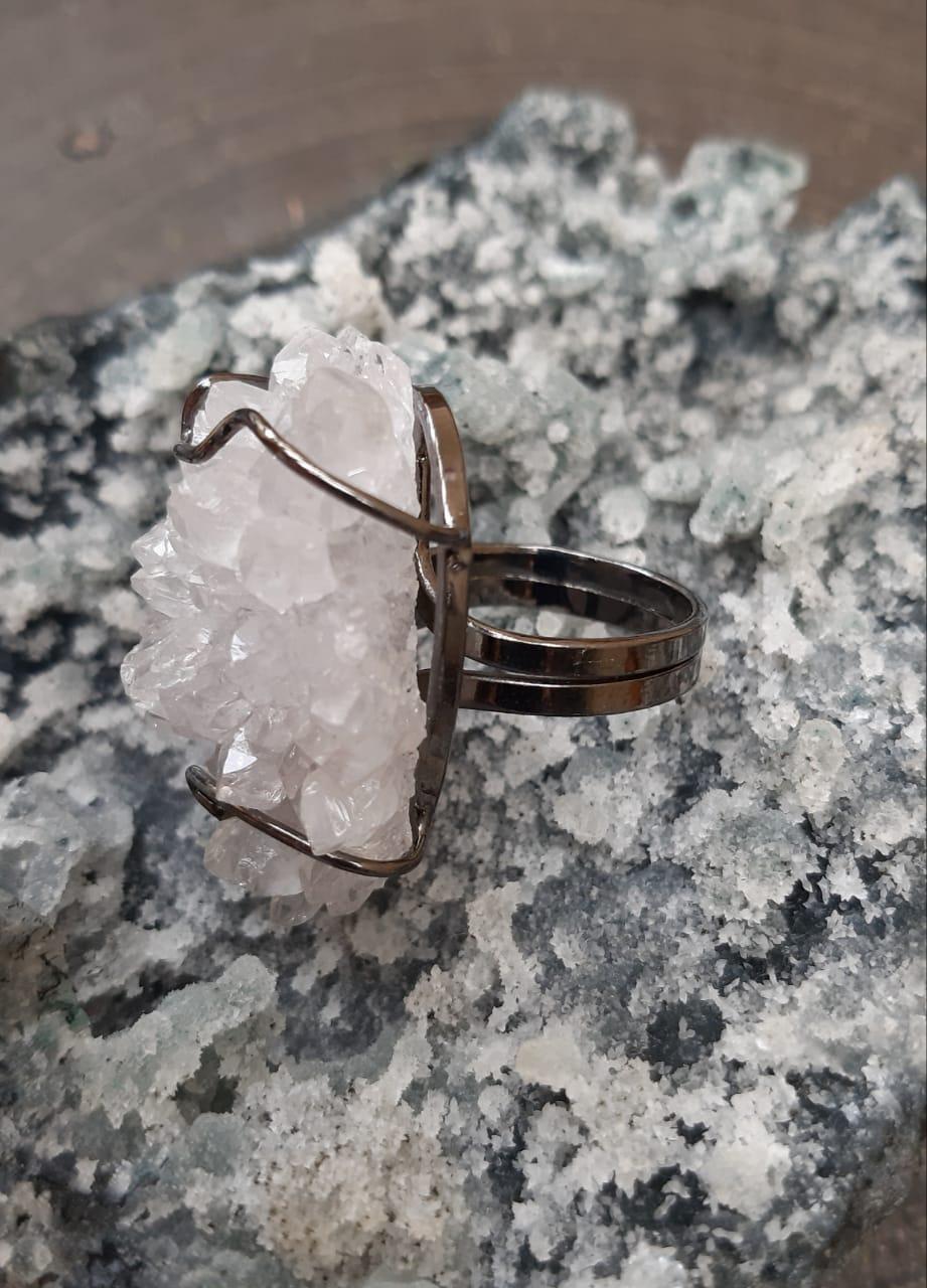 Anel Pedra Natural Drusa de Quartzo Cristal em Ródio Negro (Regulável)