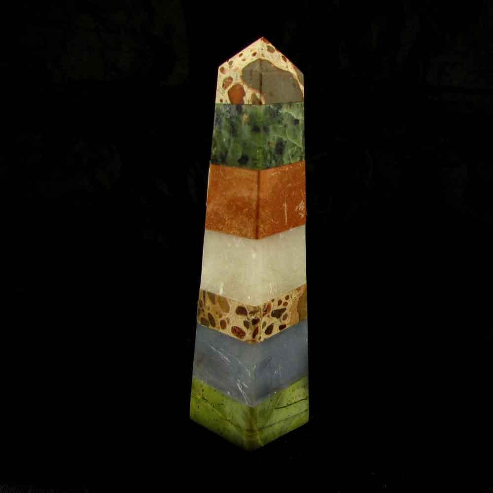 Obelisco em Pedras Naturais Diversos