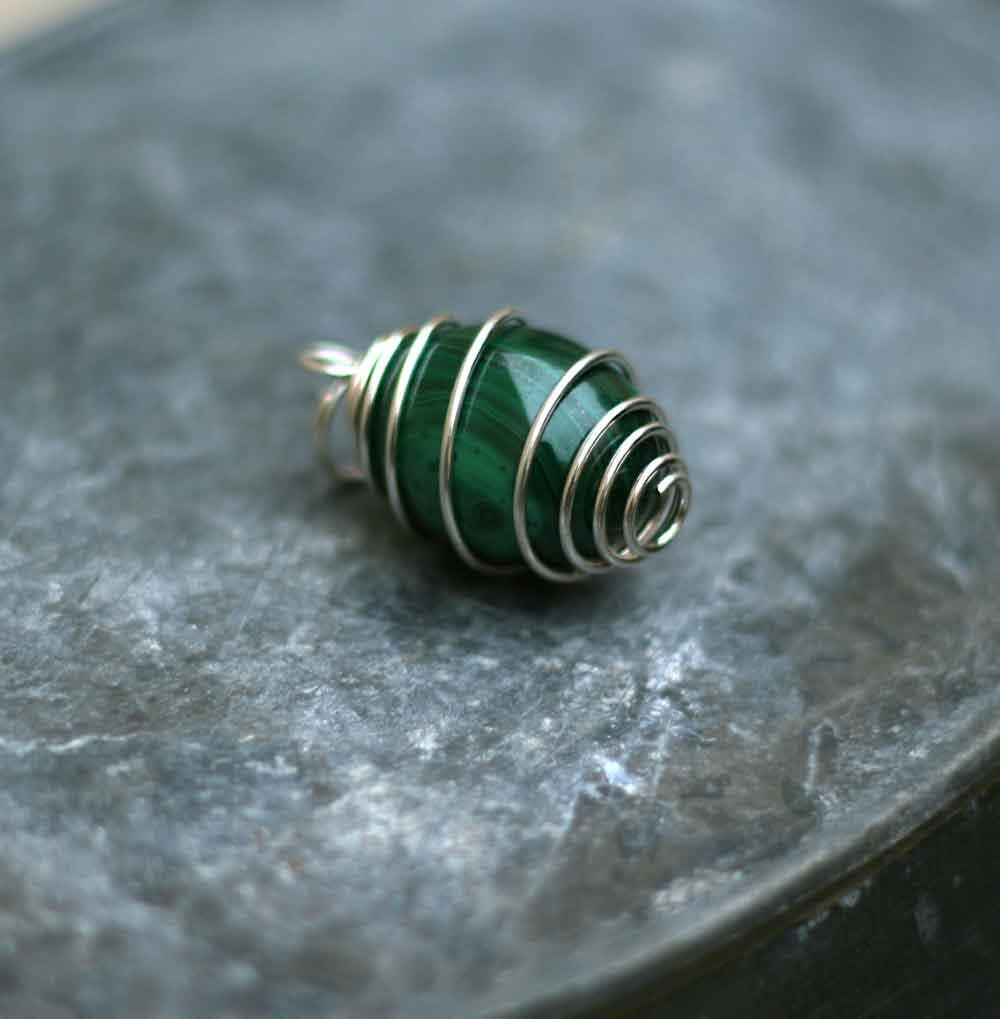 Pingente Pedra Natural Malaquita em Espiral Prateado (525)