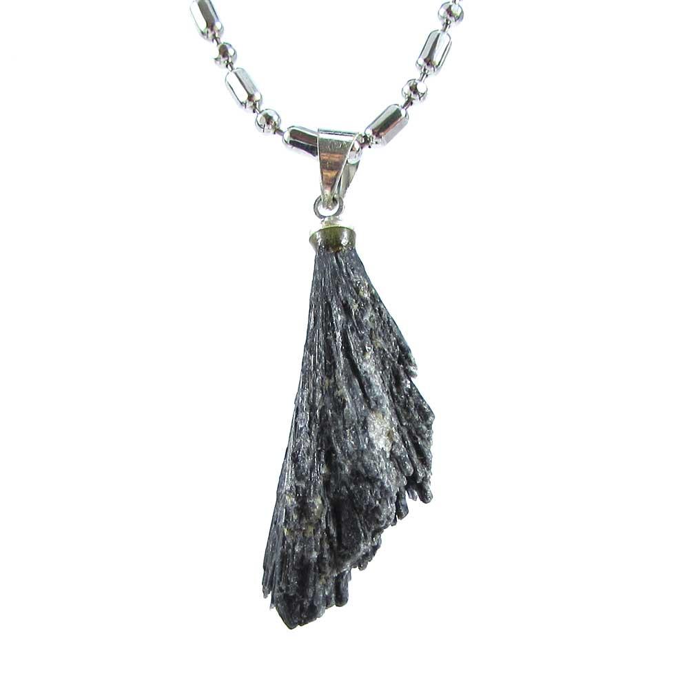 Pingente Vassoura de Bruxa (Cianita Preta) Pedra Natural