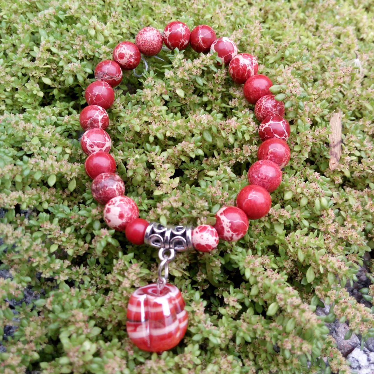 Pulseira Pedra Natural  Jaspe Imperial Vermelho com Pingente de Murano