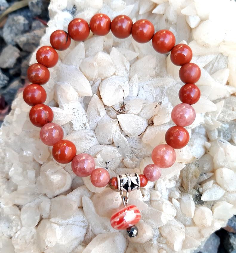 Pulseira  Pedras Naturais Jaspe Vermelho e Pedra do Sol  com Pingente de Murano