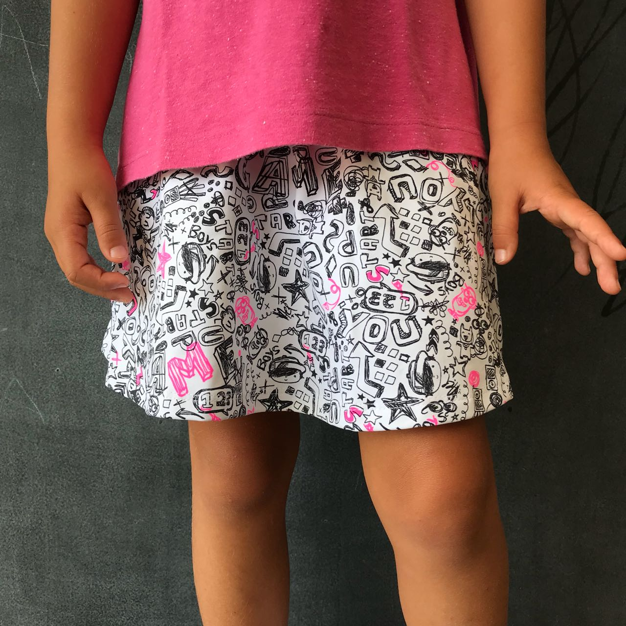 Short Saia Estampado Rabisco