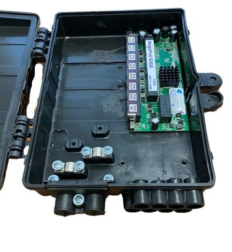 Switch Xwave MegaPoE GIGA com Fonte 12V 2,5A e Caixa Hermética Preta para CFTV  - COMPUTECH TECNOLOGIA