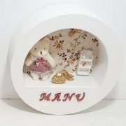 Quadro Porta  Maternidade Redondo  Tecido Floral Ursa Com Nome Da Bebê