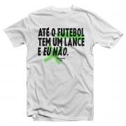 Camiseta - ATÉ O FUTEBOL TEM UM LANCE E EU NÃO. Masculina