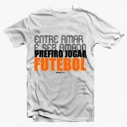 Camiseta -Entre Amar e ser Amado, Prefiro jogar Futebol - Masculino