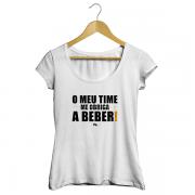 Camiseta - O MEU TIME ME OBRIGA A BEBER. Feminino