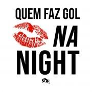 Camiseta - QUEM FAZ GOL BEIJA NA NIGHT. Feminino
