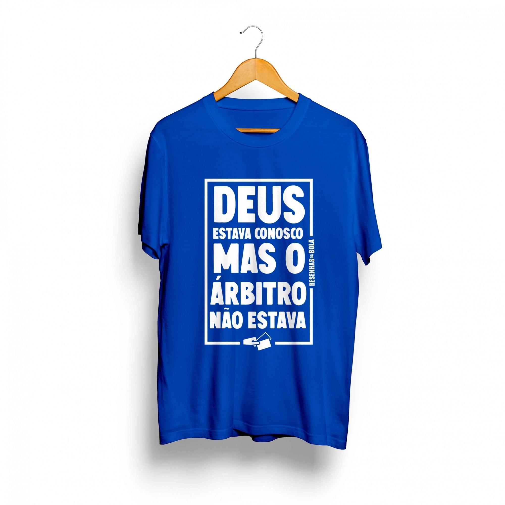 Camiseta - DEUS ESTAVA CONOSCO MAS O ARBITRO NÃO ESTAVA - Masculino