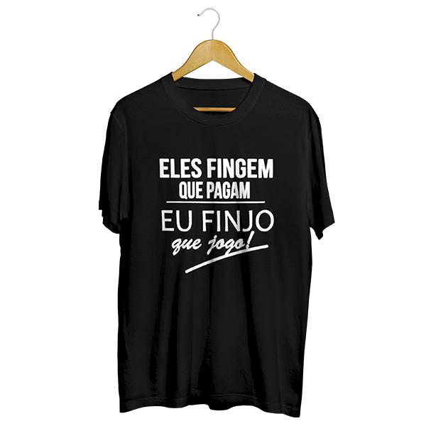 Camiseta - ELES FINGEM QUE PAGAM E EU FINJO QUE JOGO. Masculino