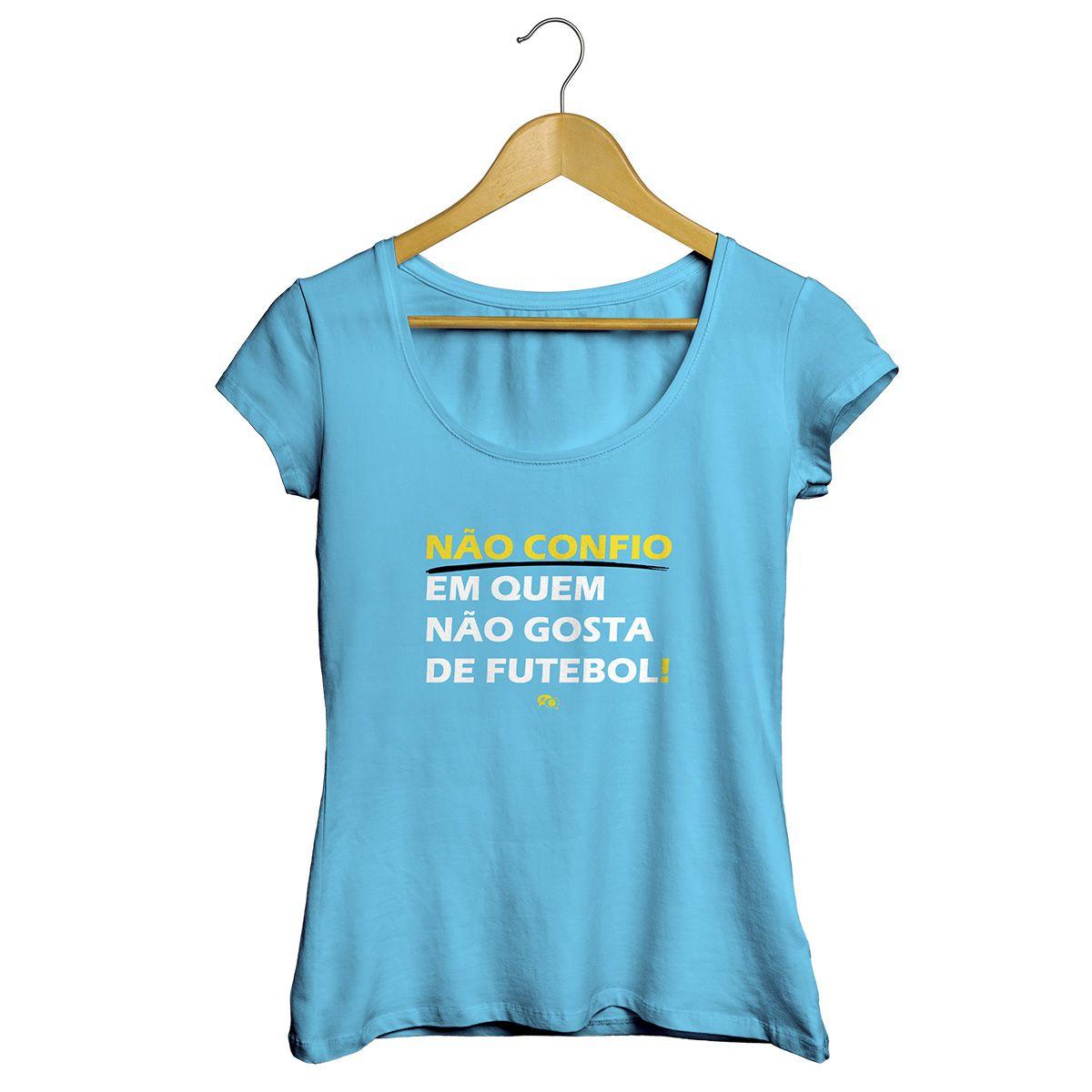 Camiseta - NÃO CONFIO EM QUEM NÃO GOSTA DE FUTEBOL.  Feminina