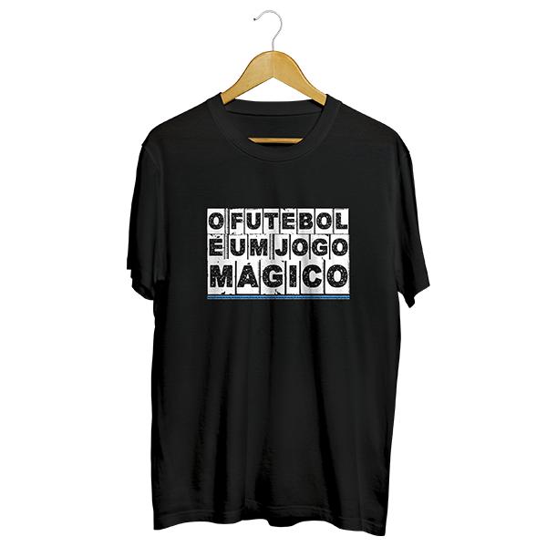 Camiseta - O FUTEBOL É UM JOGO MÁGICO. Masculino