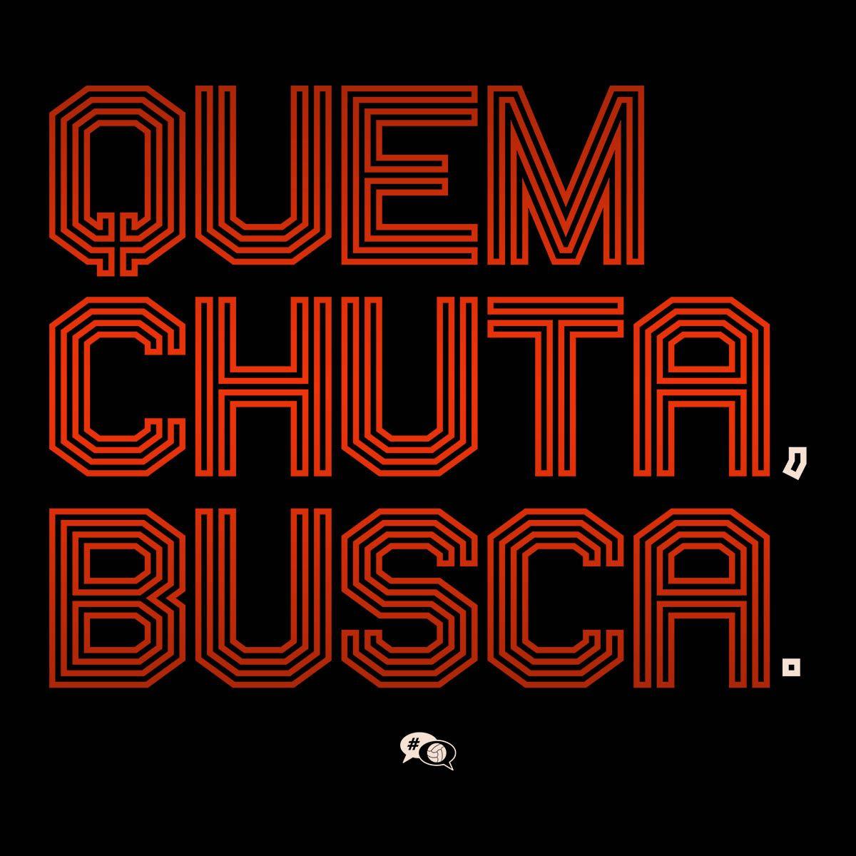 Camiseta - QUEM CHUTA, BUSCA. Masculino