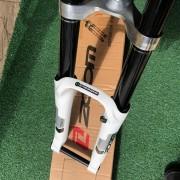 Suspensão 26 Zoom Forgo Downhill 180mm Dourada Eixo 20mm