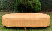 ( FRETE INCLUSO ) Puf em Rattan (CLARO) com Pés em Madeira Teca ( 150x55x40cm )