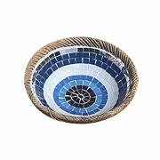 Prato Cerâmica Redondo com Mosaico de Olho Grego com Bordas em Rattan ( 25 cm )