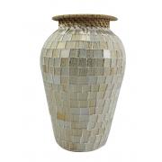Vaso em Cerâmica com Mosaico de Vidro Branco e Dourado com Borda de Rattan Trançado ( 19cm )