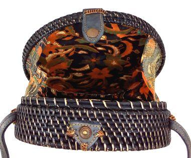 Bolsa Circular (Preta) com Trançado Tradicional em Rattan e Interior em Tecido ( 20cm )