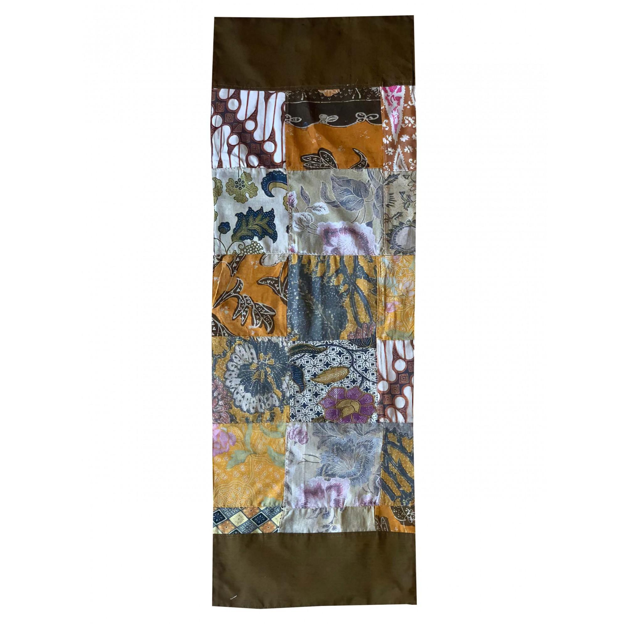 Caminho de Mesa em Cetim Marrom com Patchwork em tecido de Algodão em estampa de Batik Antigo
