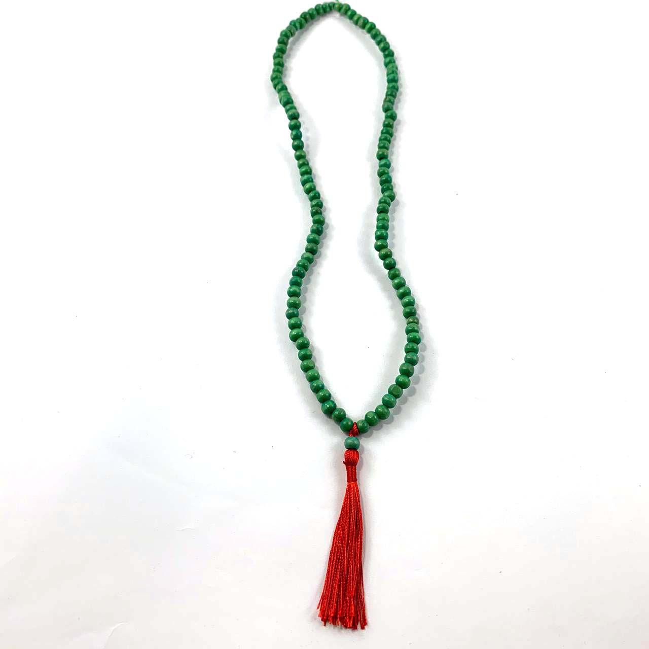 Colar Japamala Vermelha com Miçangas Verdes ( 36 cm )