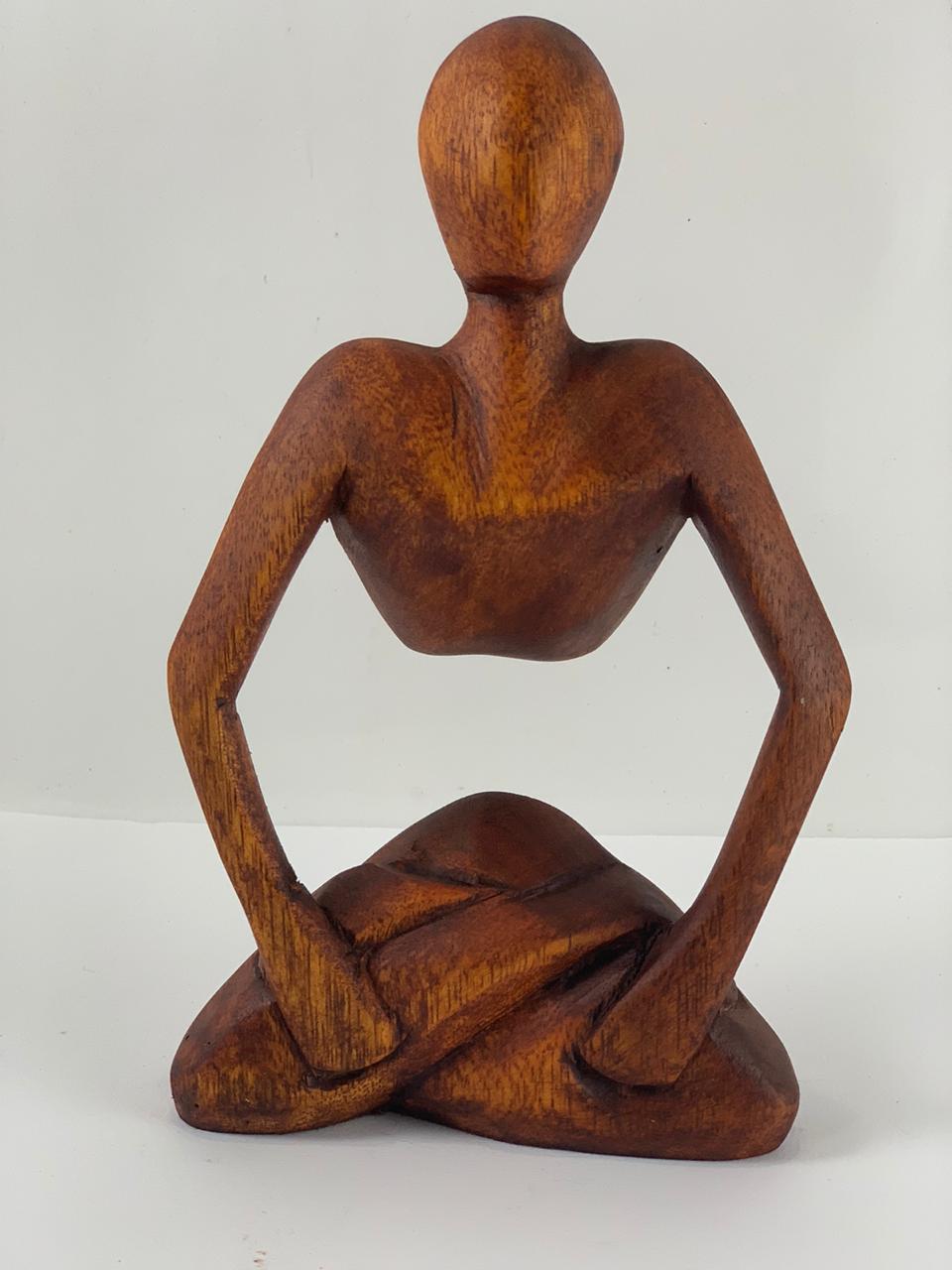 Escultura Abstrata em Madeira Homem Meditando ( 20 cm )