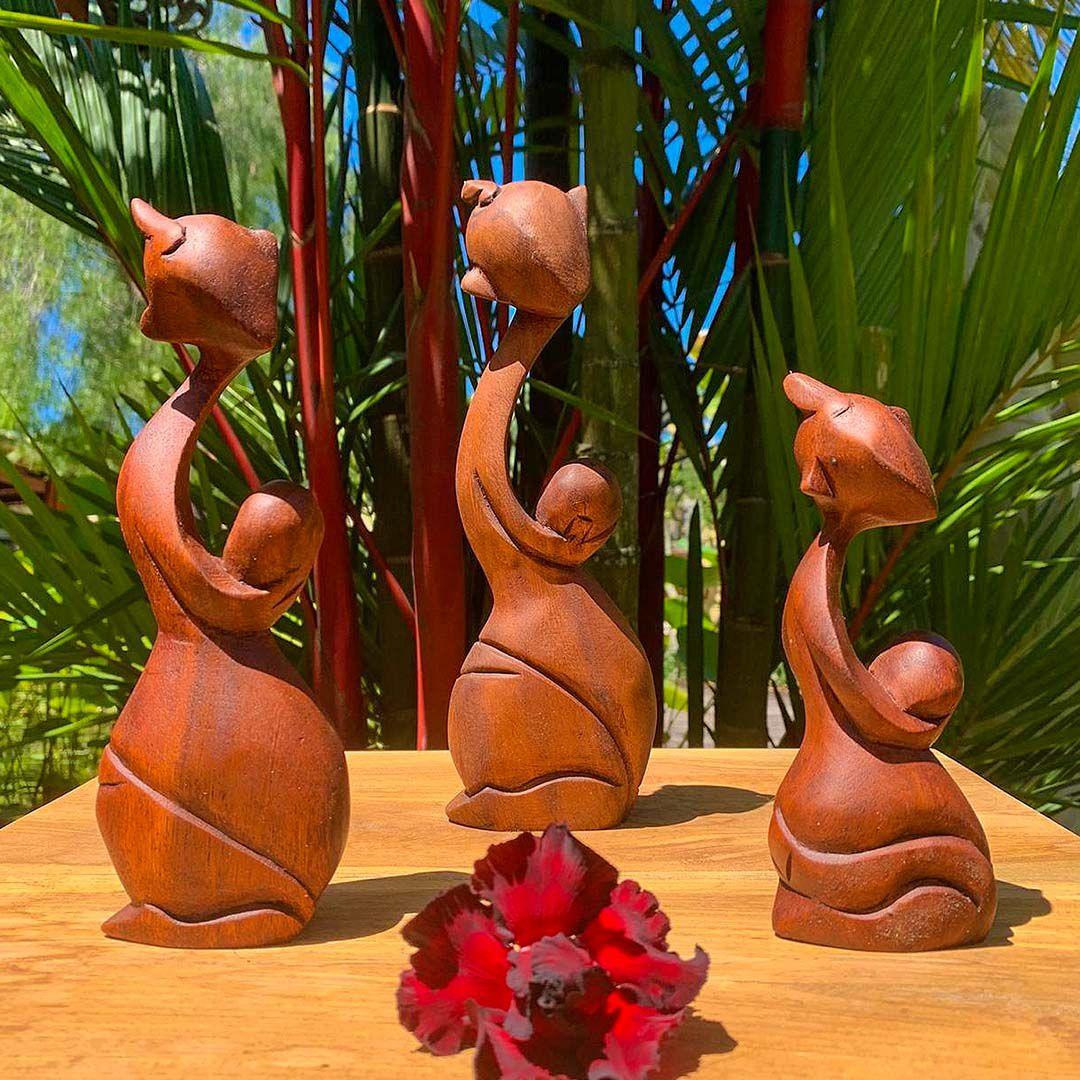 Escultura Abstrata Homem Carregando Ovo ( 15, 20 e 25 cm )