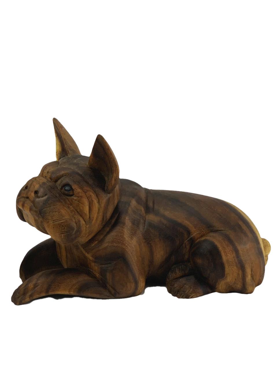 Escultura Buldogue Francês Deitado em Madeira Suar ( 25cm )