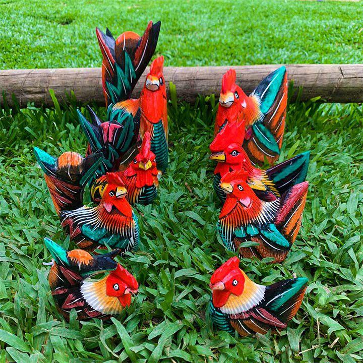 Escultura Casal de Galos em Madeira Albésia (Multicolorido) - Diversos Tamanhos