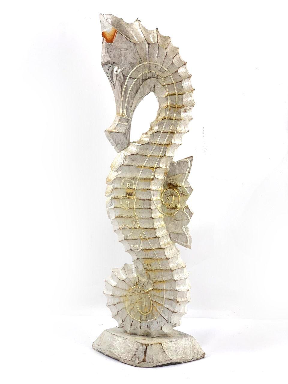 Escultura Cavalo-Marinho em Madeira Albesia com Acabamento em Pátina [30/35cm]