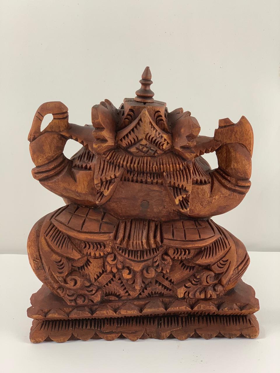 Escultura Ganesha em Madeira Suar em Tom Natural ( 15/20cm )