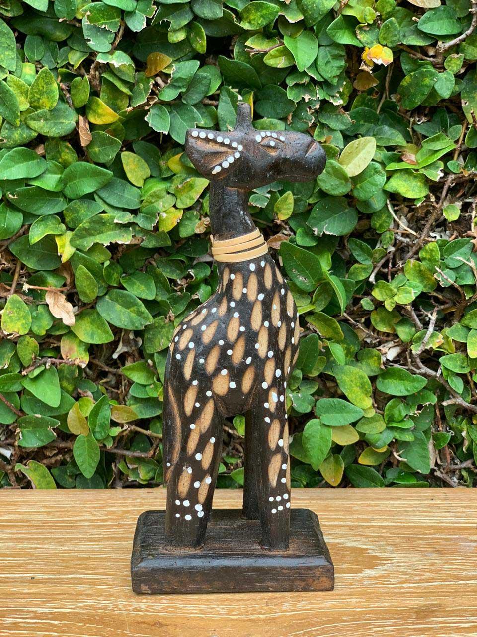 Escultura Girafas em Madeira Albésia com tonalização a Fogo, Detalhes em Rattan e Pontilhismo (15/20/25/30cm)