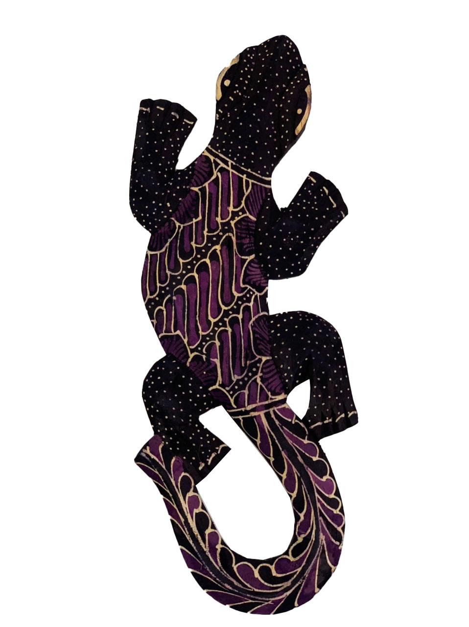 Escultura Lagarto Guecko em Madeira Albesia c/ Pintura Batik Lilás (20cm)
