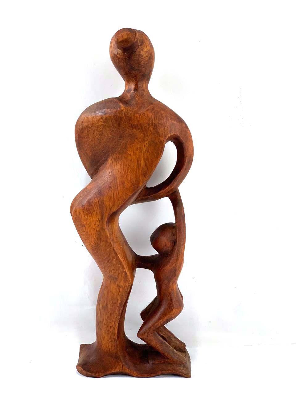 Escultura Mãe e Filhos em Madeira Suar Tom Natural ( 30cm )