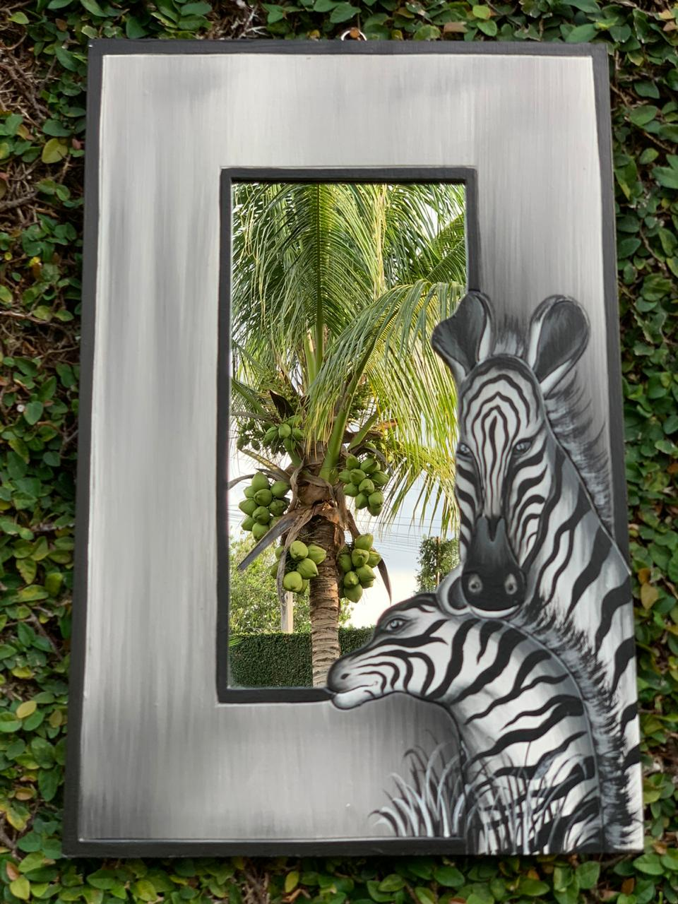 Espelho em MDF com bordas em Prateado e Pintura de Zebras ( 60x40cm )