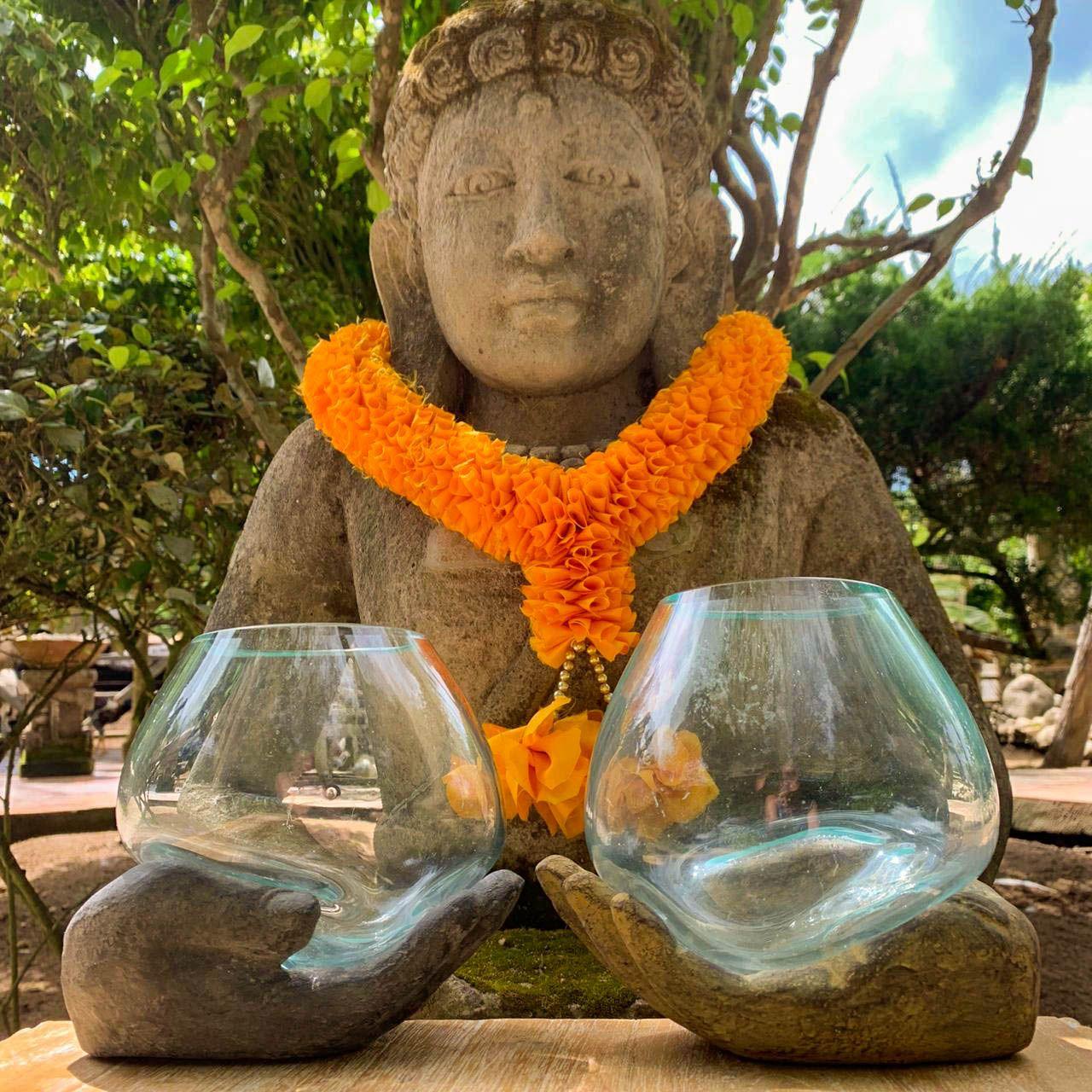 Vaso Moldado em Vidro - Mão de Buda (em Cimento Cinza ou Pátina)