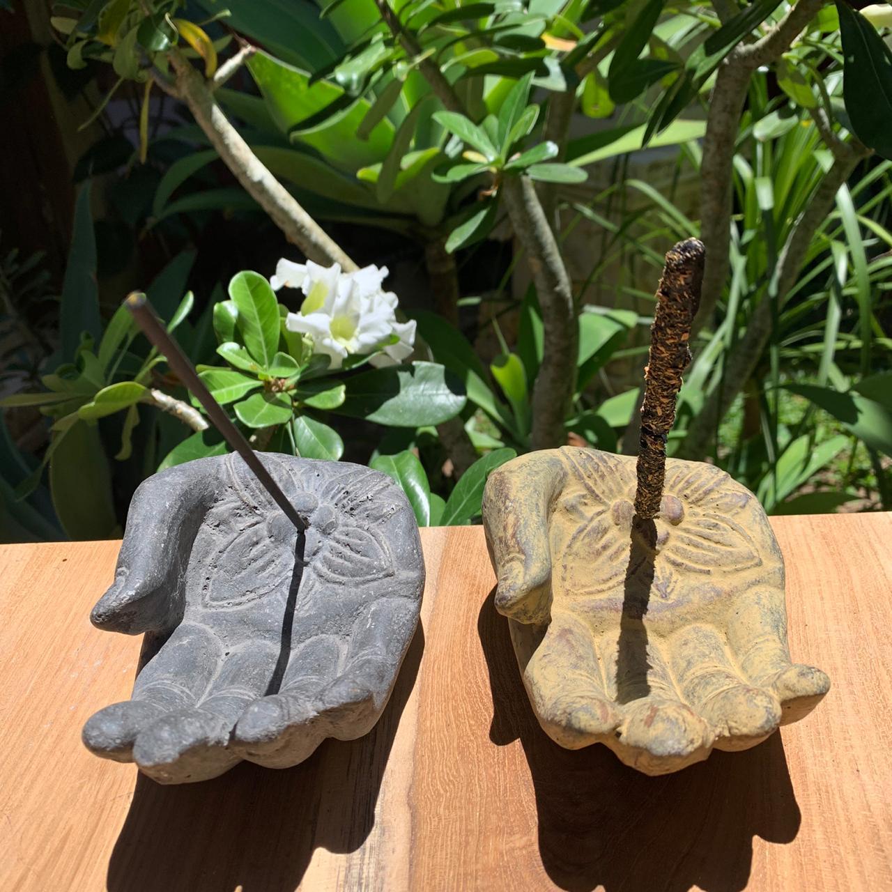 Porta Incensos Mão de Buda - Escultura em Cimento ( Cinza ou pátina )