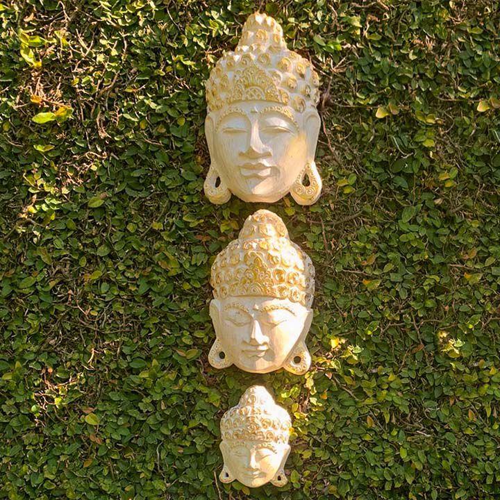 Máscara Buda Sidartha em Madeira Albésia com Pintura em Branco e Dourado (15/25/30cm)