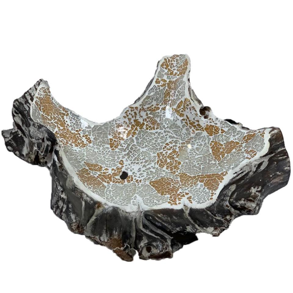 Travessa em Raíz de Madeira teca com mosaico de vidro Branco e Dourado ( 50x40x18cm )