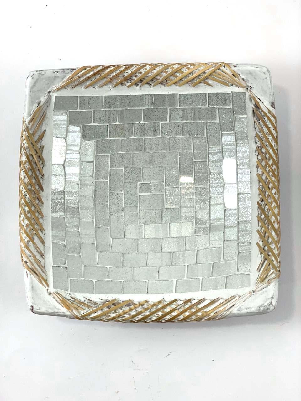 Prato Quadrado em Cerâmica e Mosaico Prateado com Borda de Rattan ( 21 cm )