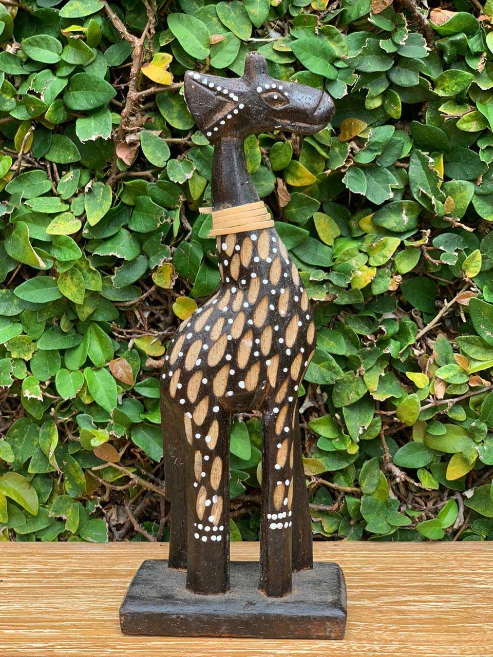 *PROMOÇÃO* Conjunto 04 Esculturas Girafas em Madeira Albésia com tonalização a Fogo, Detalhes em Rattan e Pontilhismo (15/20/25/30cm)