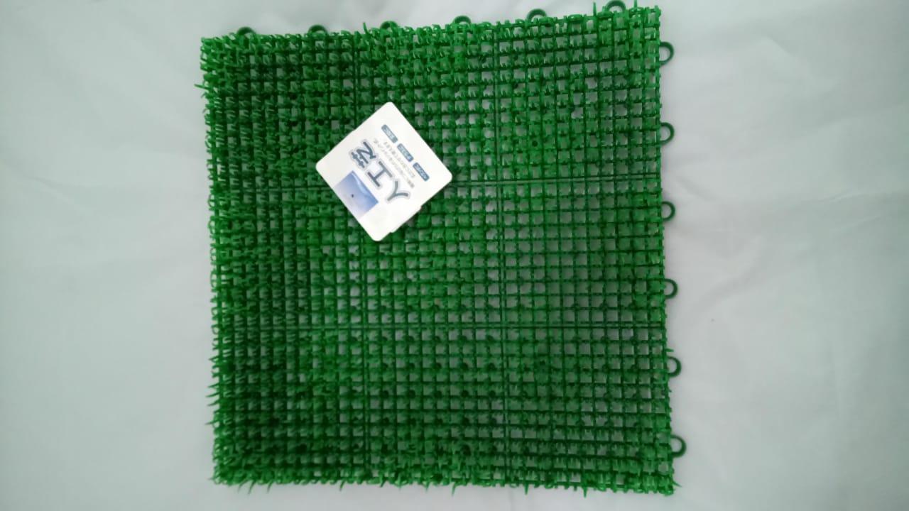 Grama Artificial de Polietileno  para Decoração 30x30cm