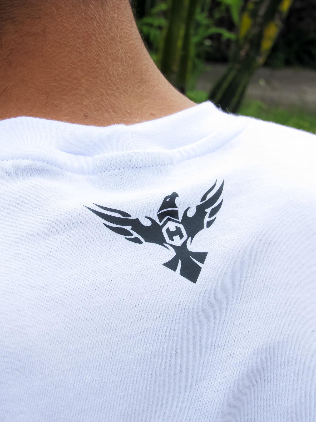 Camiseta HOSTER 3D Branca