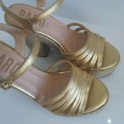 Sandália Parô anabela dourado