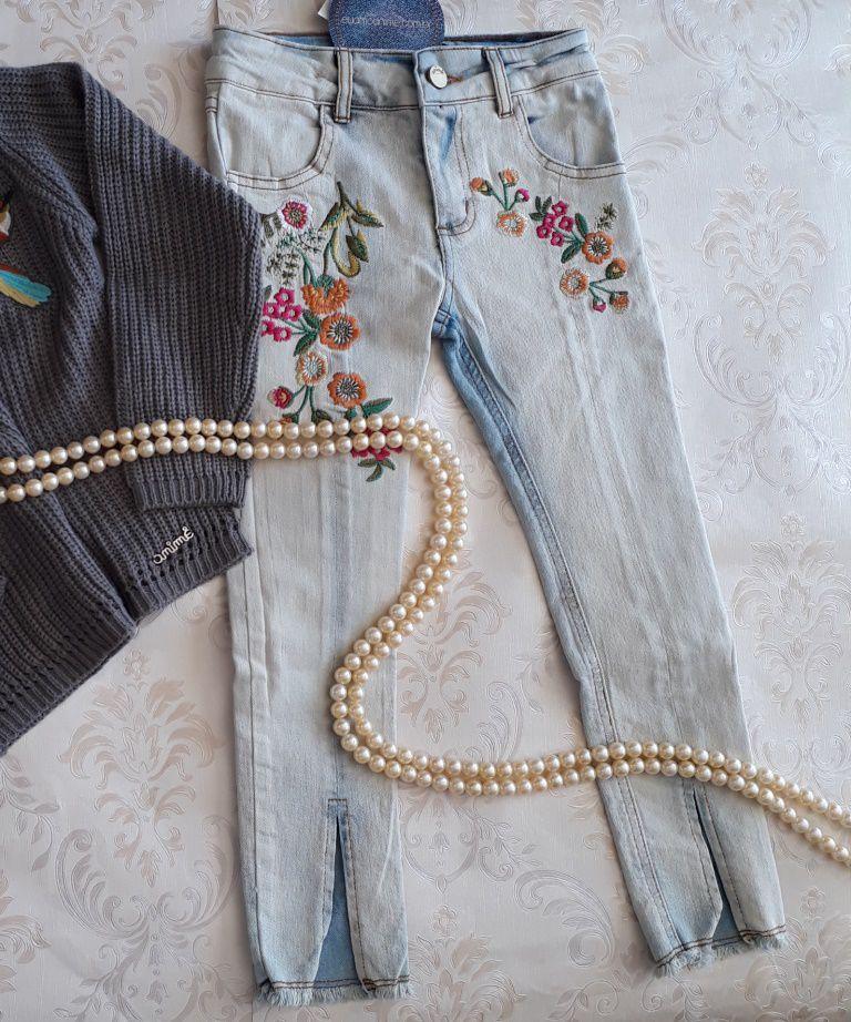 Calça jeans bordada ANIMÊ