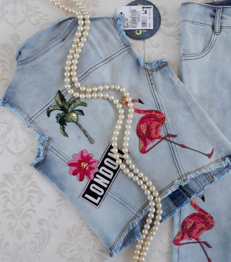 Colete jeans com patches  ANIMÊ