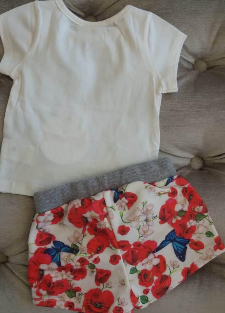 Conjunto Animê Blusa off gatinho e short saia floral