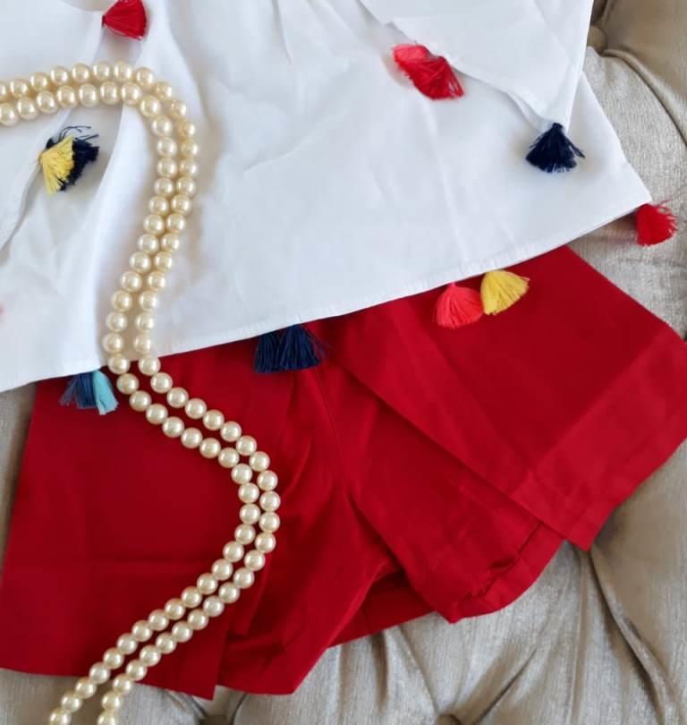 Conjunto blusa branca e short vermelho PRECOCE