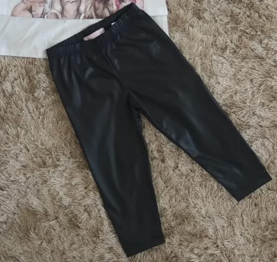 Conjunto Pituchinhus blusa branca e legging cirrê preta