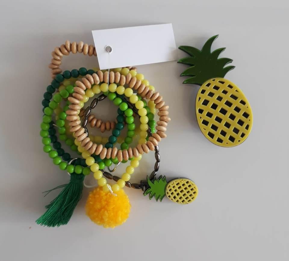 Kit pulseiras e presilha Boho Peace Love abacaxi amarelo